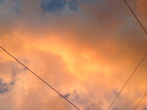 雙道彩虹淡去,天空隱約可見兩條金龍在橘色的霞光中-9